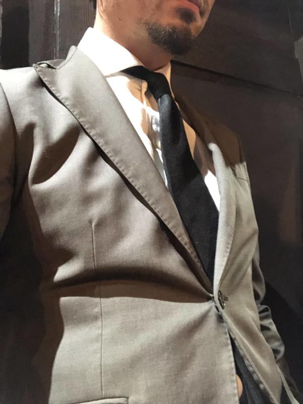 「スーツは着ないし、何でも良い」をやめましょう。